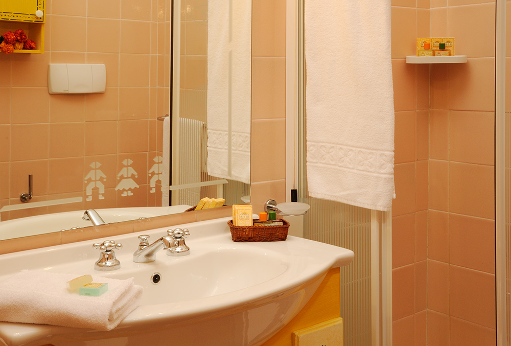 Bagno camere Hotel Rocce Sarde