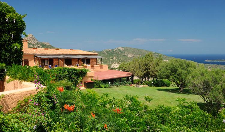 Hotel immerso nella macchia mediterranea