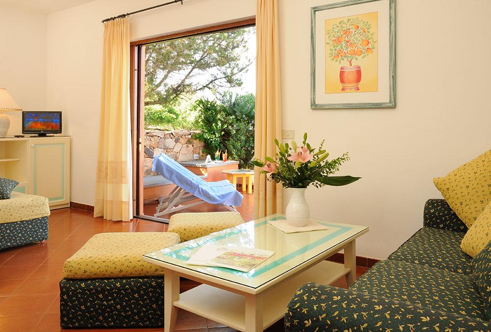 Living room della suite Hotel Rocce Sarde
