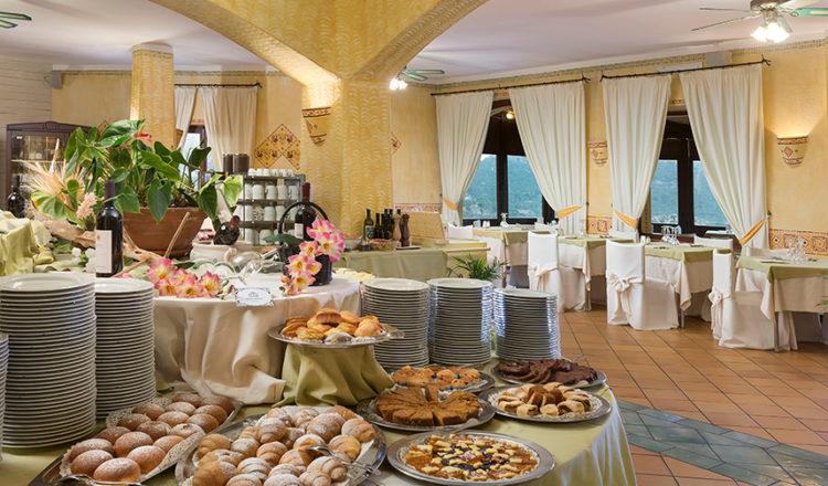 Ricca colazione al Myo Hotel Rocce Sarde