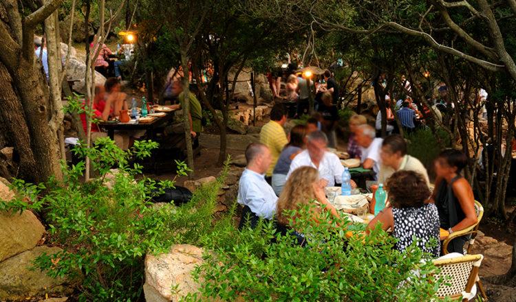 Il Vecchio Ovile di granito dove si svolge la cena sarda