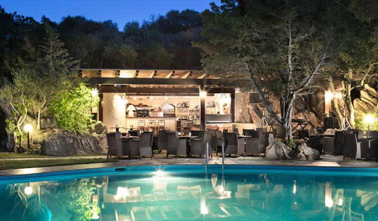 Bar e piscina un connubio di piacere e relax