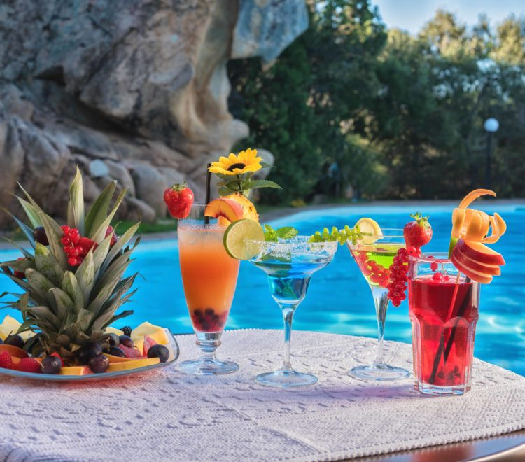 cocktail_frutta_bordo_piscina
