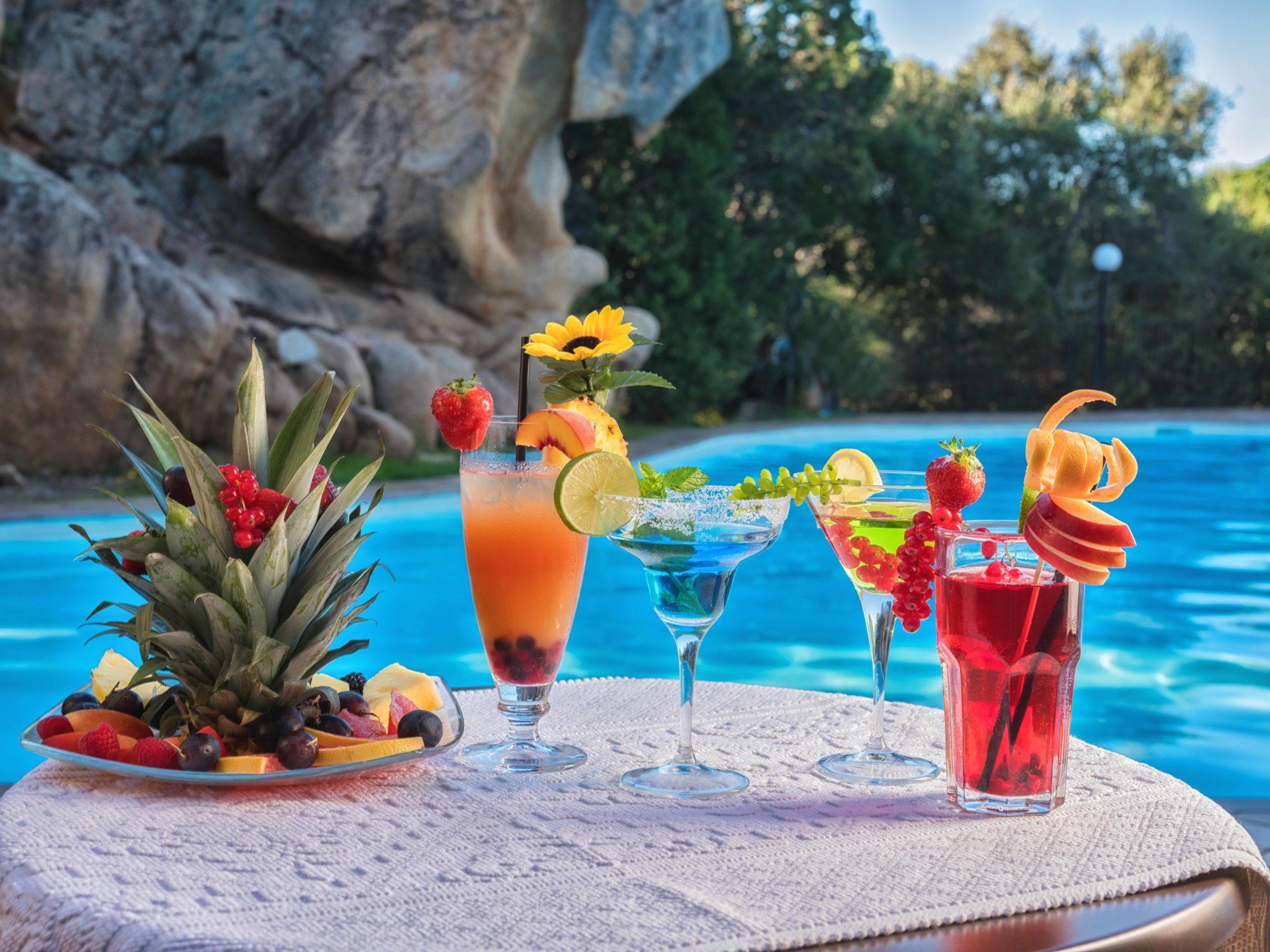 cocktail_frutta_bordo_piscina